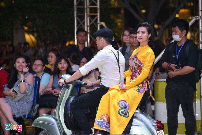 NSUT Thanh Loc, Thanh Ha sai buoc tren san dien thoi trang hinh anh 4