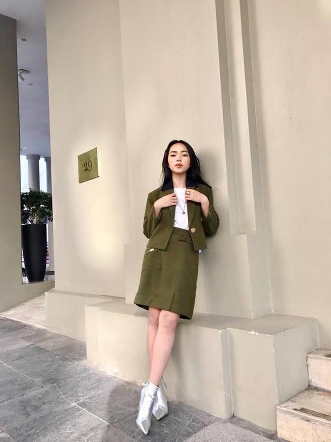 Ho Ngoc Ha don gian, Pham Huong thanh lich xuong pho tuan qua hinh anh 10