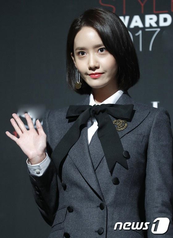 Yoona co dien, Kim Ji Won an van sen sam tren tham do thoi trang hinh anh 2