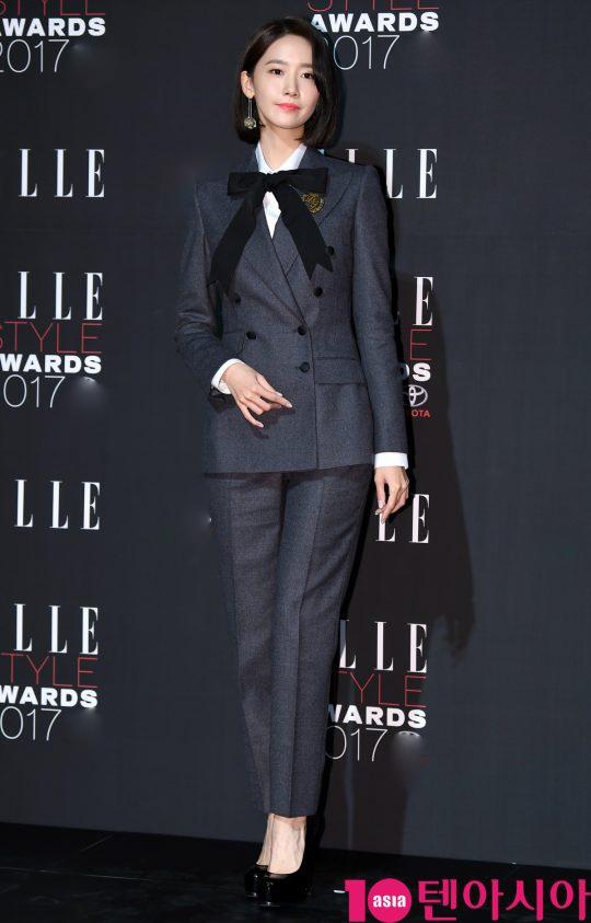 Yoona co dien, Kim Ji Won an van sen sam tren tham do thoi trang hinh anh 1