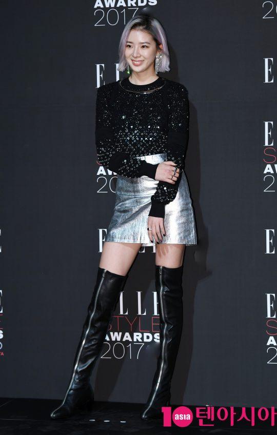 Yoona co dien, Kim Ji Won an van sen sam tren tham do thoi trang hinh anh 6
