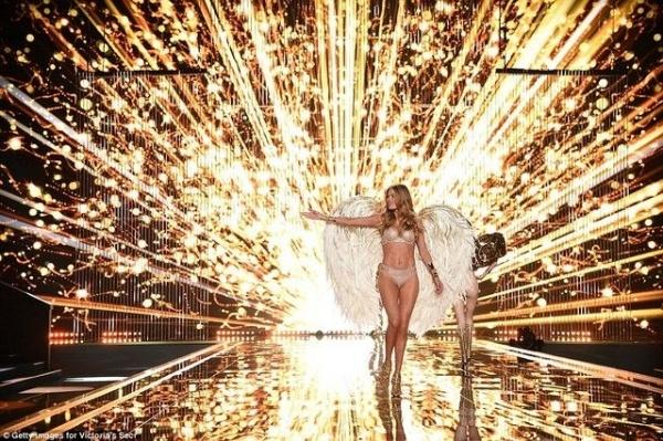 San khau doc dao cua Victoria's Secret 6 nam qua hinh anh 11