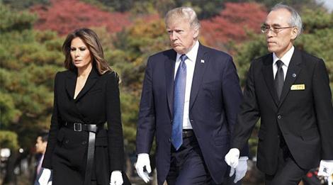 Trang phuc hang hieu cua phu nhan TT Trump trong chuyen cong du hinh anh