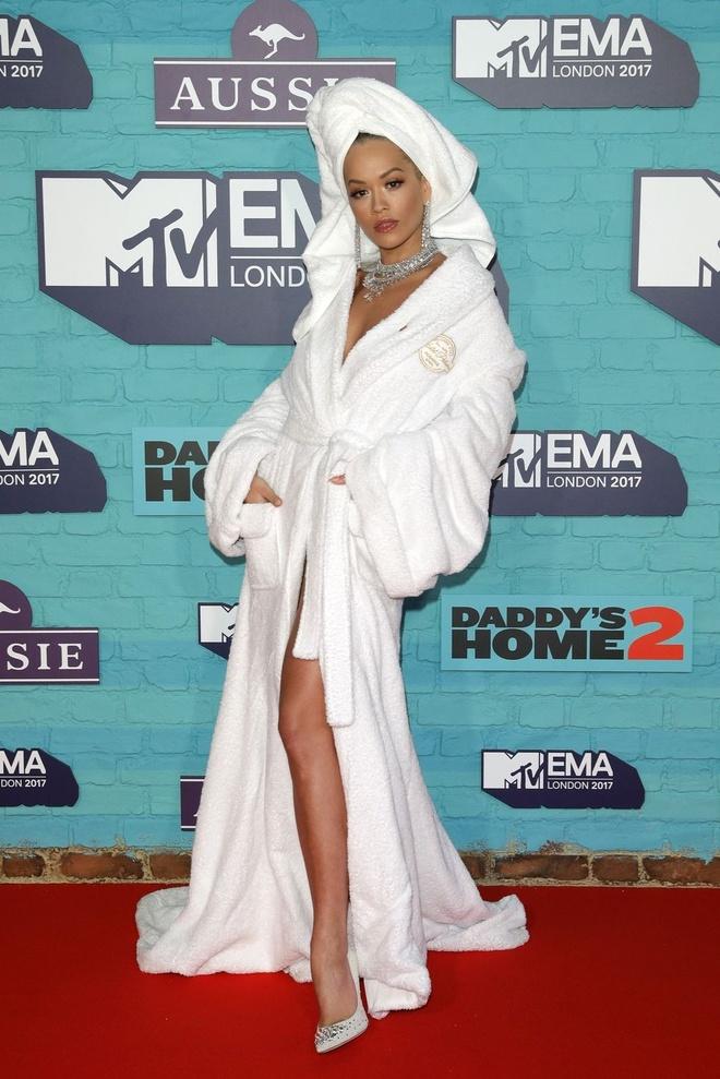 Rita Ora dien trang phuc kho hieu tai MTV EMAs 2017 hinh anh 1