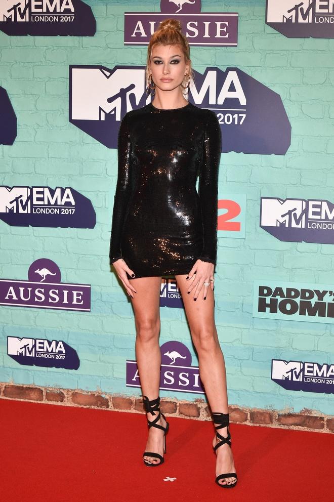 Rita Ora dien trang phuc kho hieu tai MTV EMAs 2017 hinh anh 7