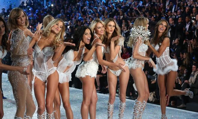 Dan nguoi mau khong duoc trinh dien tai Victoria's Secret 2017 hinh anh