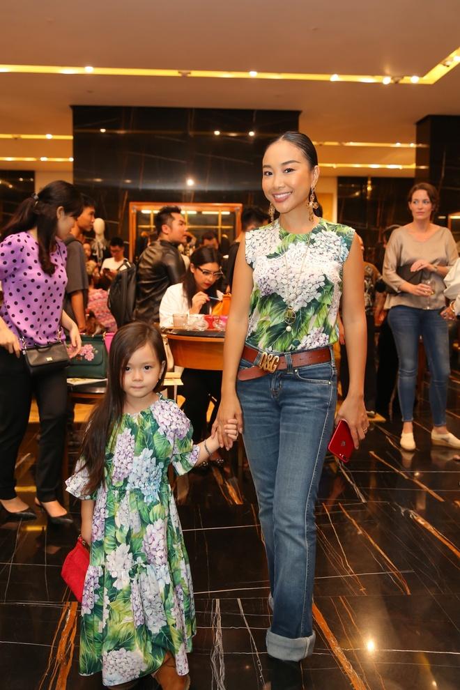 Angela Phuong Trinh, Rocker Nguyen hoa quy toc chau Au hinh anh 10