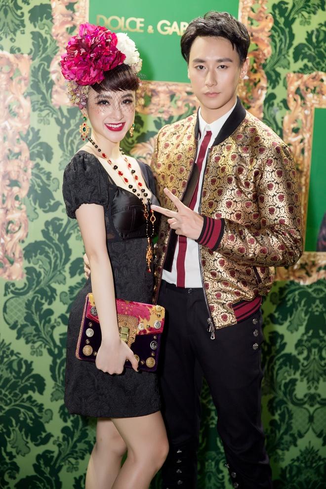 Angela Phuong Trinh, Rocker Nguyen hoa quy toc chau Au hinh anh 1