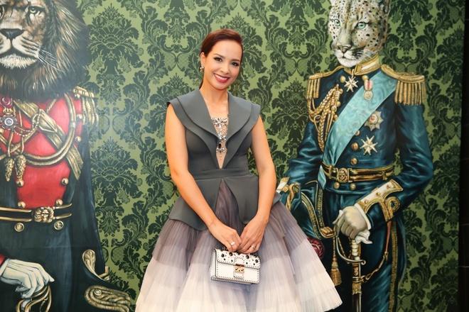 Angela Phuong Trinh, Rocker Nguyen hoa quy toc chau Au hinh anh 13