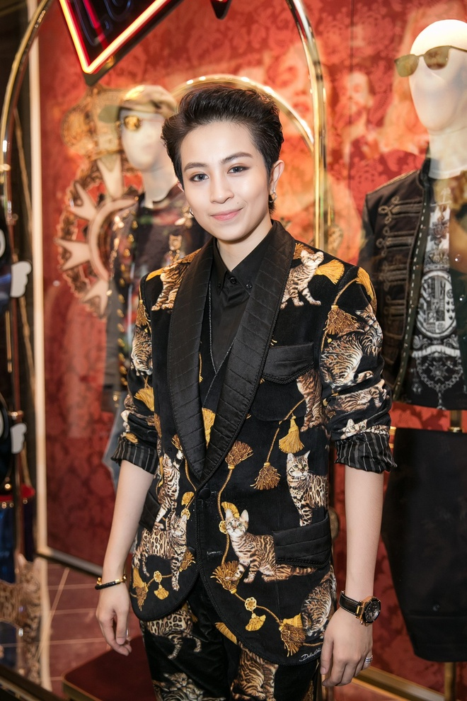 Angela Phuong Trinh, Rocker Nguyen hoa quy toc chau Au hinh anh 6