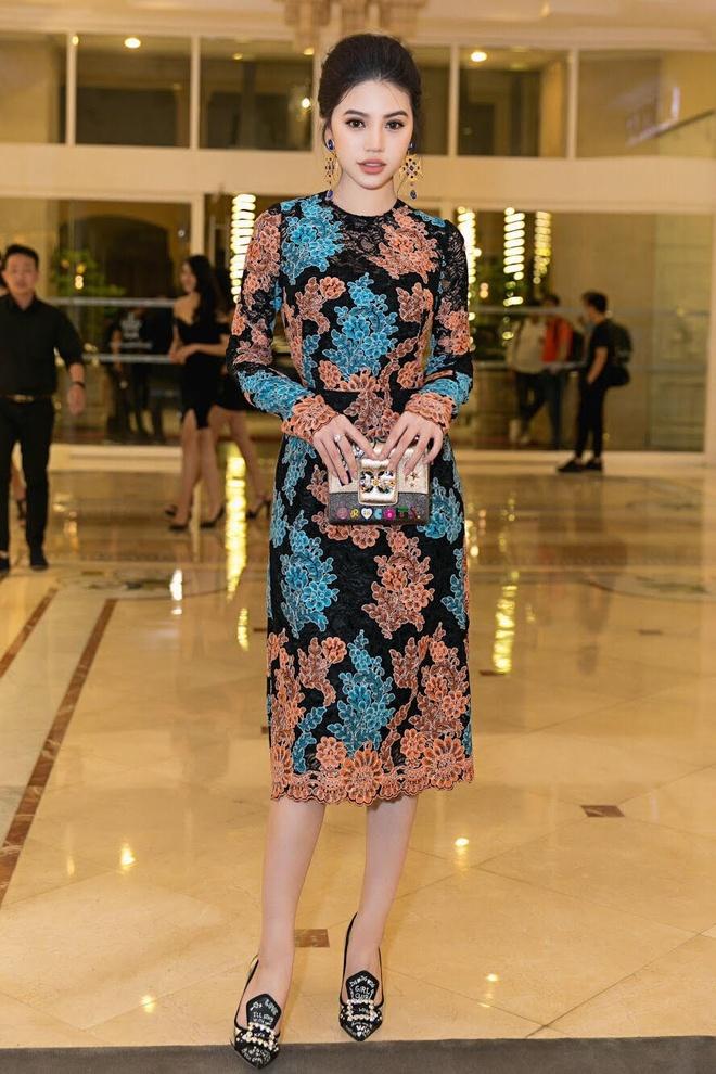 Angela Phuong Trinh, Rocker Nguyen hoa quy toc chau Au hinh anh 7
