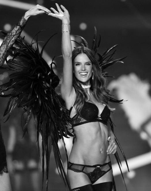 Alessandra Ambrosio chinh thuc tu gia Victoria's Secret sau 17 nam hinh anh 1