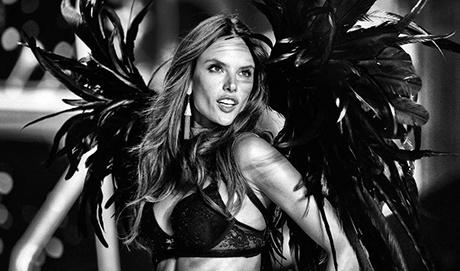Alessandra Ambrosio chinh thuc tu gia Victoria's Secret sau 17 nam hinh anh
