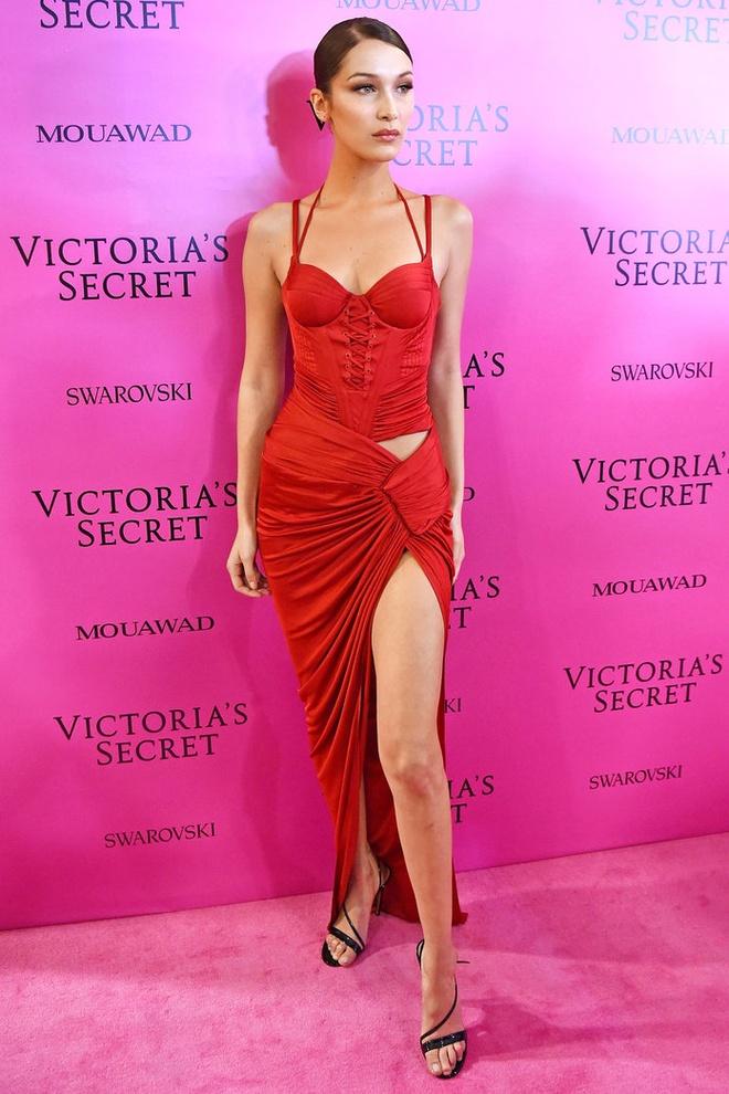 Alessandra Ambrosio dan con gai toi tham hong Victoria's Secret hinh anh 13