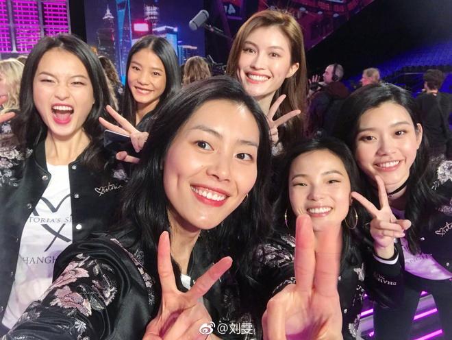Nhung 'lan dau tien' trong show dien Victoria's Secret 2017 hinh anh 2
