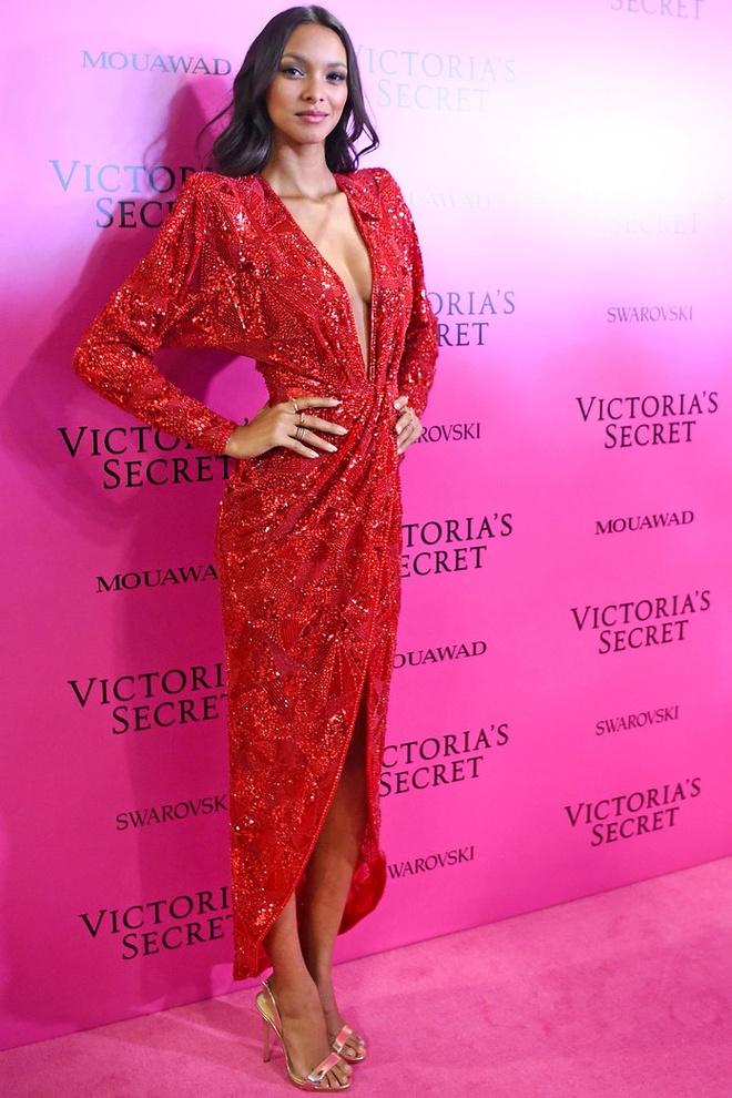 Alessandra Ambrosio dan con gai toi tham hong Victoria's Secret hinh anh 5