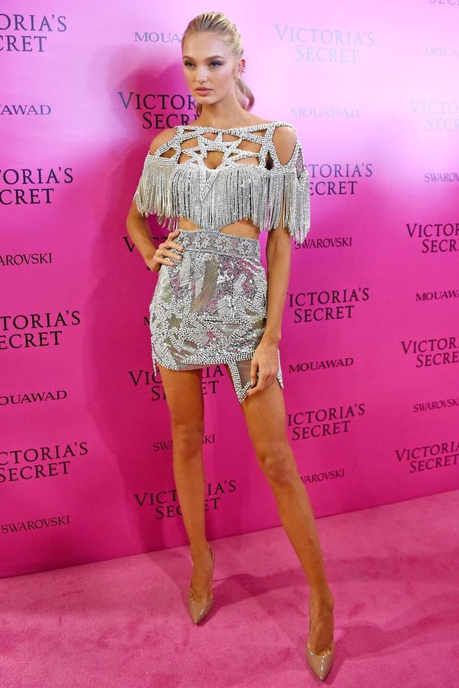 Alessandra Ambrosio dan con gai toi tham hong Victoria's Secret hinh anh 11
