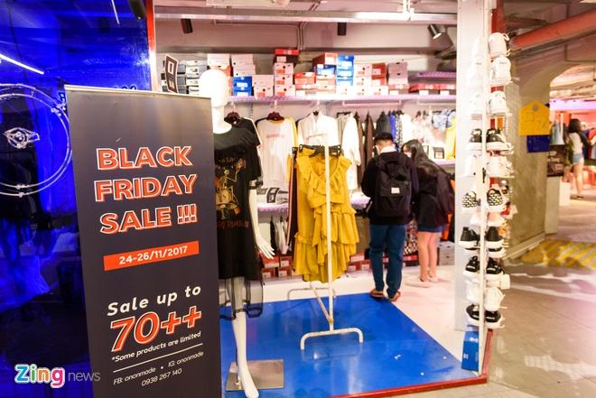 Gioi tre Viet chen chan mua sam ngay Black Friday 2017 hinh anh 11