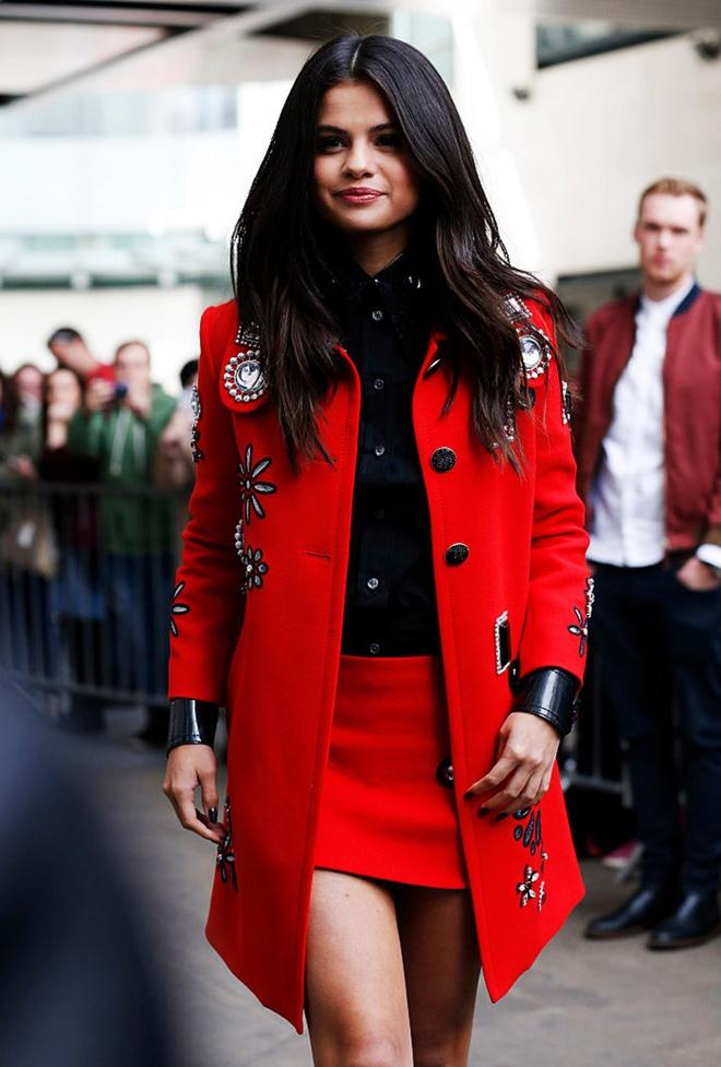 Selena Gomez nang tam phong cach voi mai toc nhuom ca tinh hinh anh 2