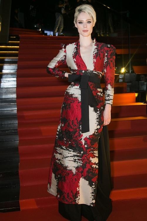 Katy Perry, Rihanna va cac ngoi sao quoc te uu ai trang phuc Viet hinh anh 4