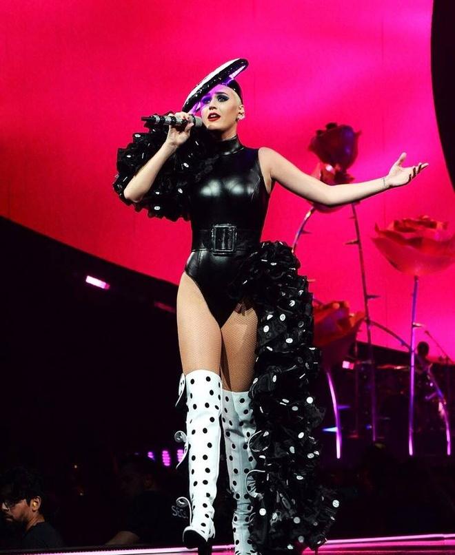 Katy Perry, Rihanna va cac ngoi sao quoc te uu ai trang phuc Viet hinh anh 2
