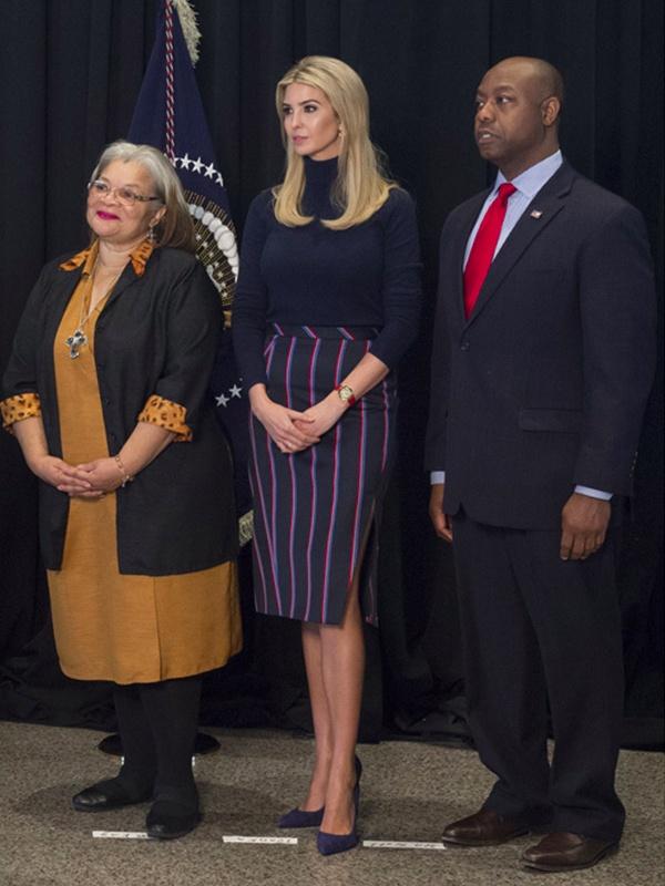 Khoanh khac thoi trang trong cac hoat dong chinh tri cua Ivanka Trump hinh anh 7