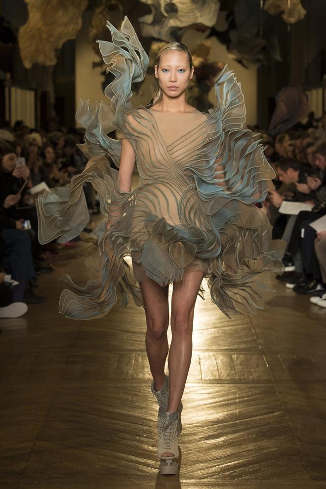 Bo suu tap an tuong tai tuan le thoi trang Haute Couture hinh anh 3