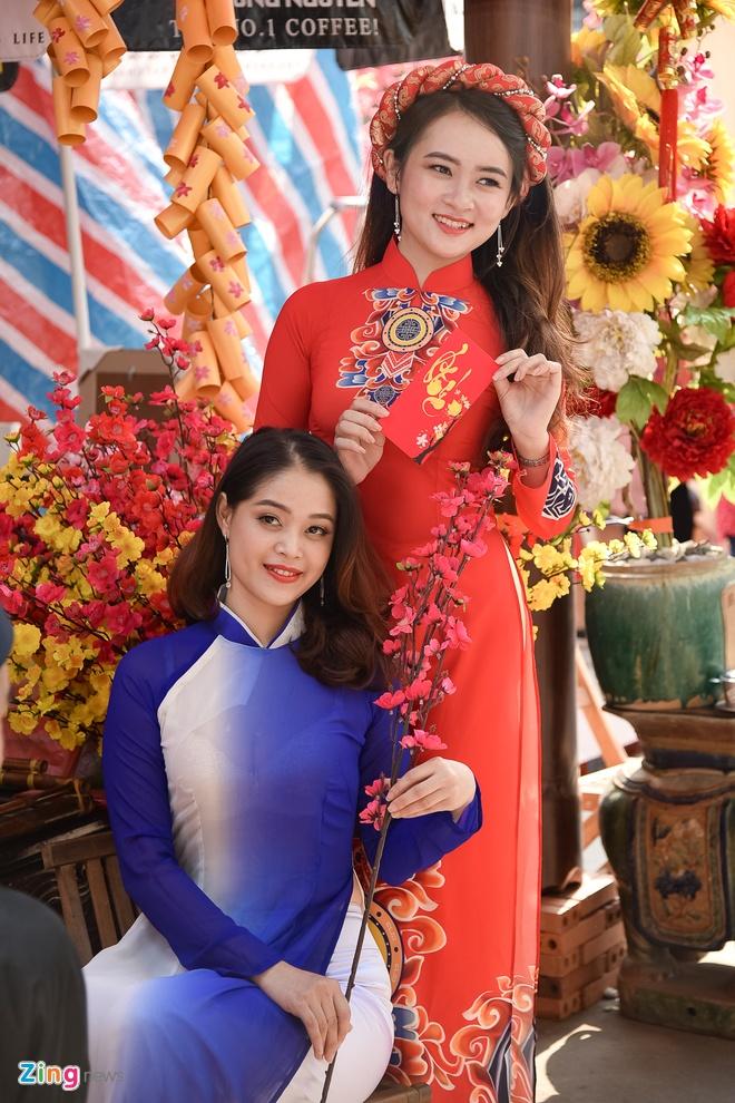Phai dep Sai Gon no nuc dien ao dai ngay can Tet hinh anh 6
