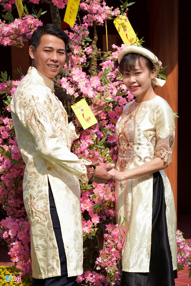 Phai dep Sai Gon no nuc dien ao dai ngay can Tet hinh anh 10