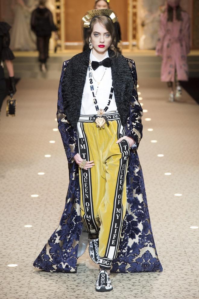 Dolce&Gabbana dung may bay thay the nguoi mau tren san dien hinh anh 5