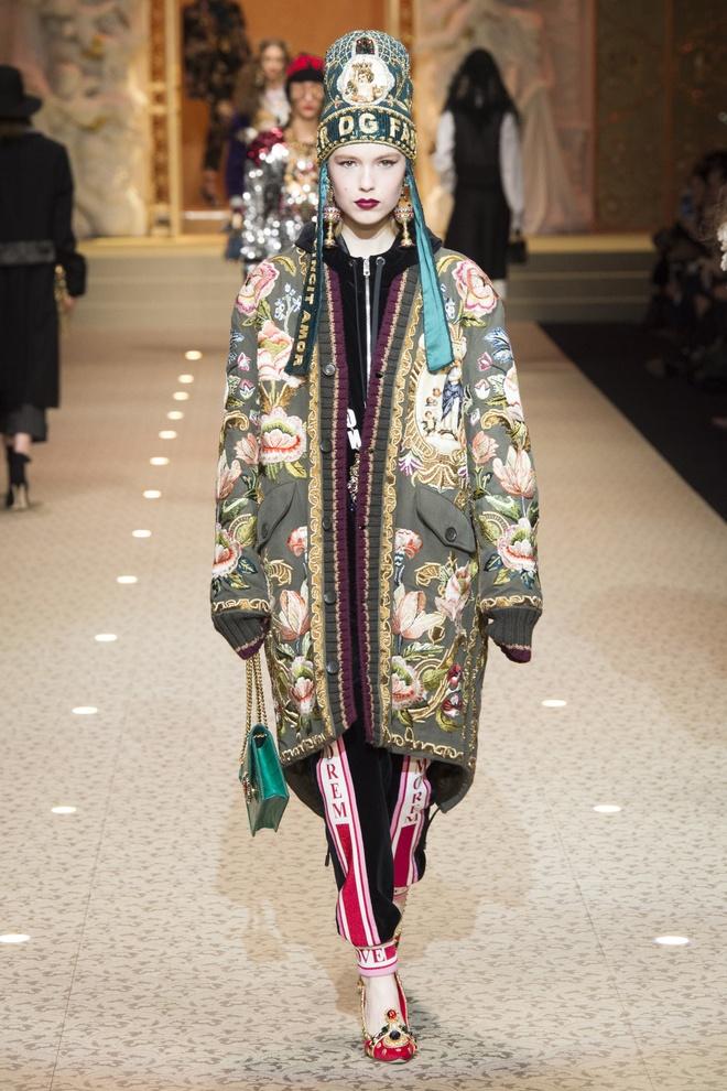 Dolce&Gabbana dung may bay thay the nguoi mau tren san dien hinh anh 8