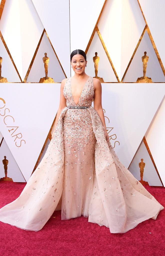 Sao Hollywood dien vay giong Ngoc Trinh tren tham do Oscar? hinh anh 1