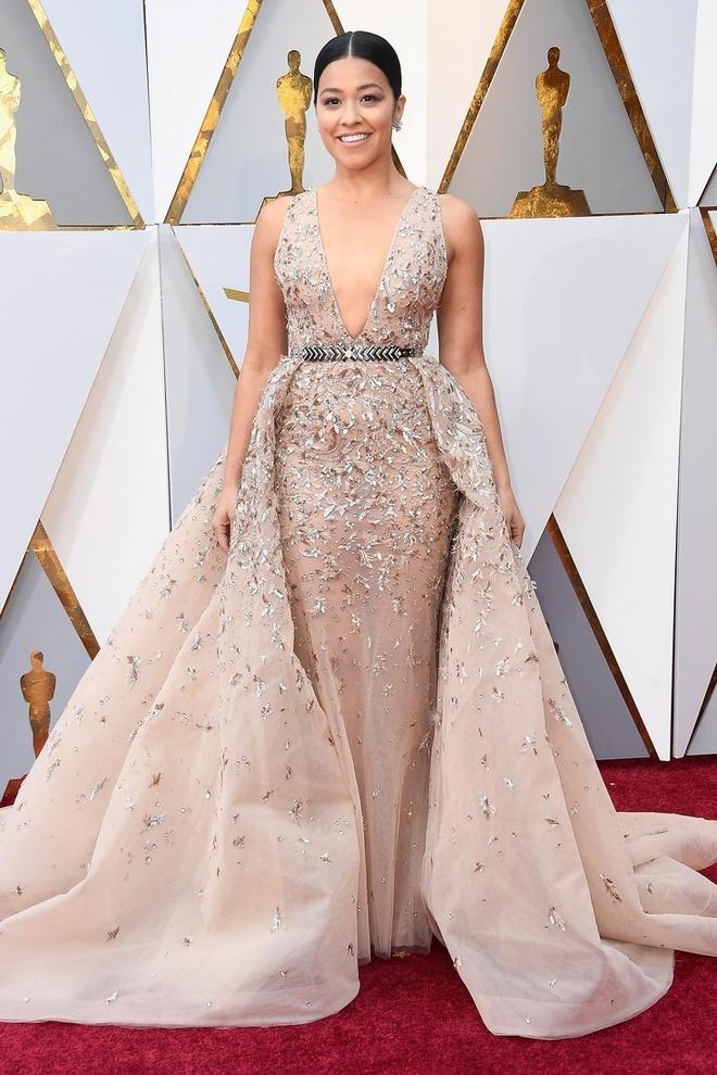 Sao Hollywood dien vay giong Ngoc Trinh tren tham do Oscar? hinh anh 2