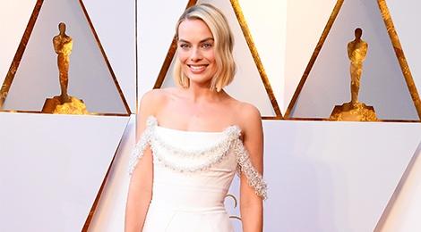 700 gio tao ra chiec vay dep nhat tham do Oscar 2018 cua Margot Robbie hinh anh