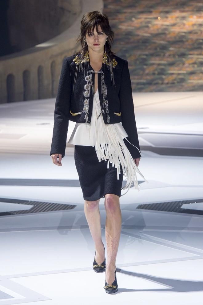 Khong chieu tro, Dior va Balenciaga van lot top noi bat tren Vogue hinh anh 10