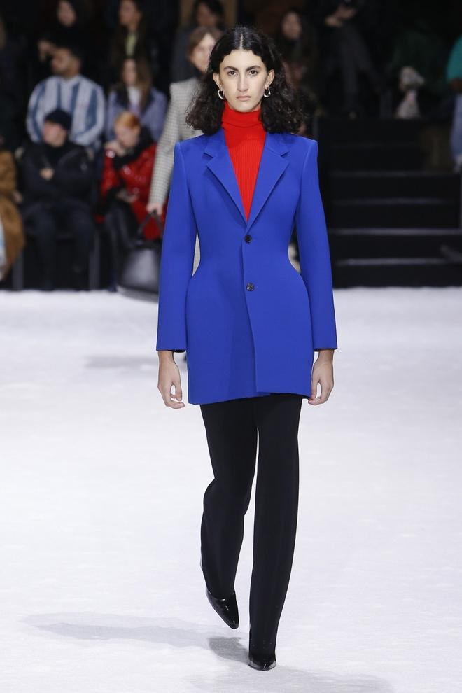 Khong chieu tro, Dior va Balenciaga van lot top noi bat tren Vogue hinh anh 4