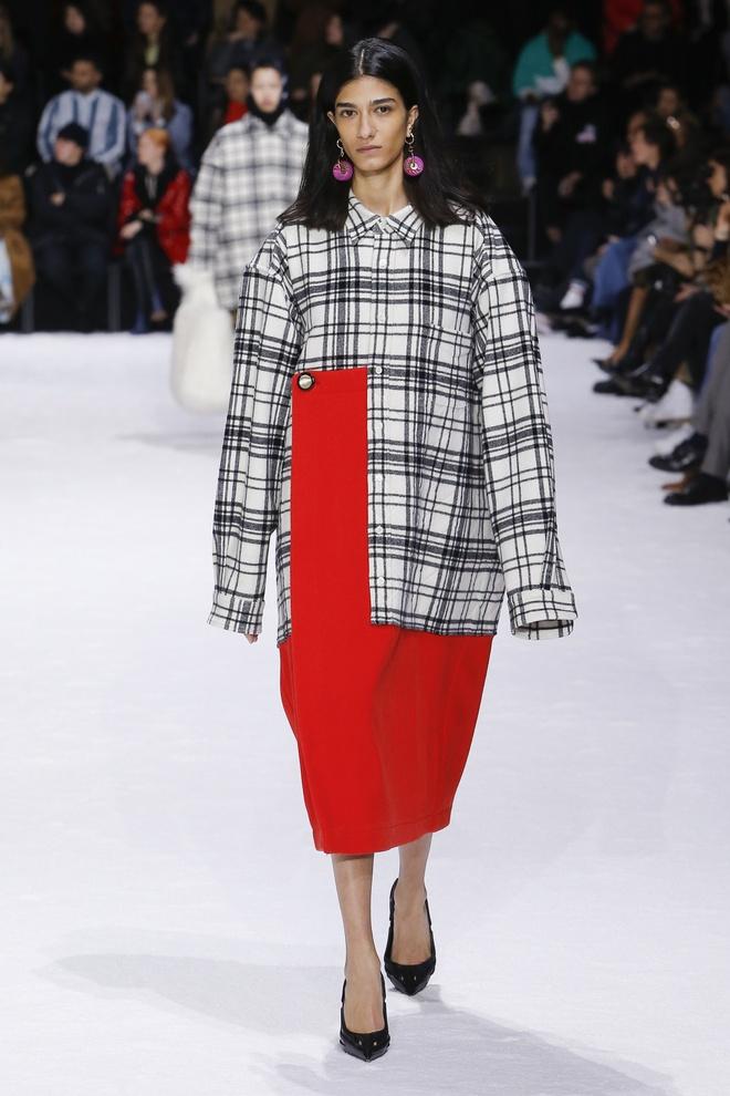 Khong chieu tro, Dior va Balenciaga van lot top noi bat tren Vogue hinh anh 6