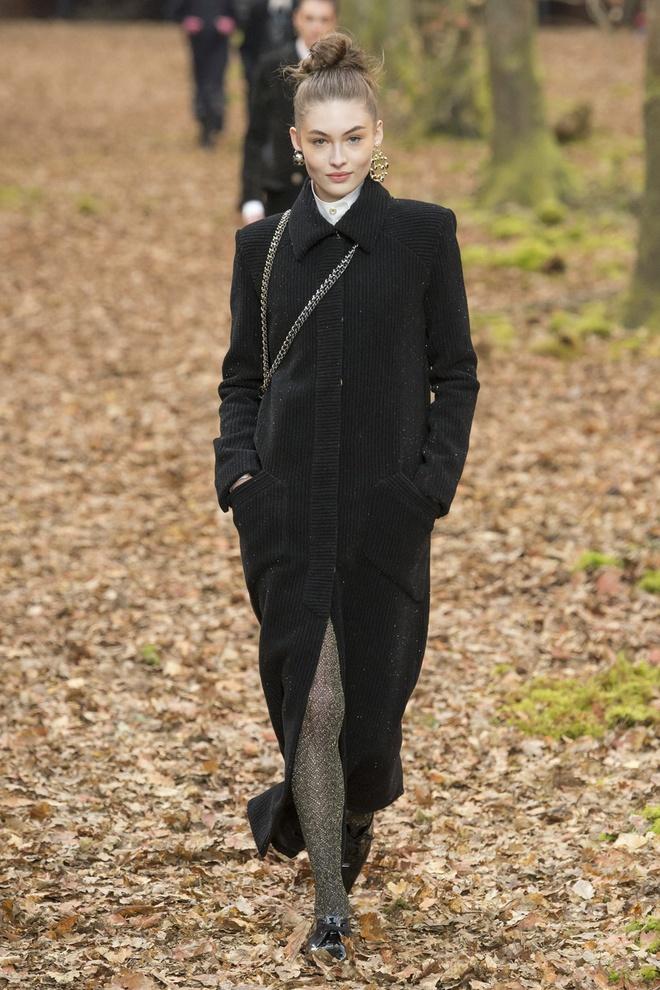 Khong chieu tro, Dior va Balenciaga van lot top noi bat tren Vogue hinh anh 7