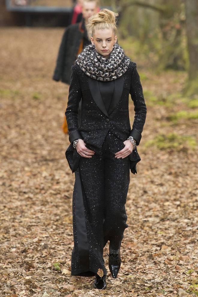 Khong chieu tro, Dior va Balenciaga van lot top noi bat tren Vogue hinh anh 8