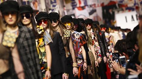 Khong chieu tro, Dior va Balenciaga van lot top noi bat tren Vogue hinh anh