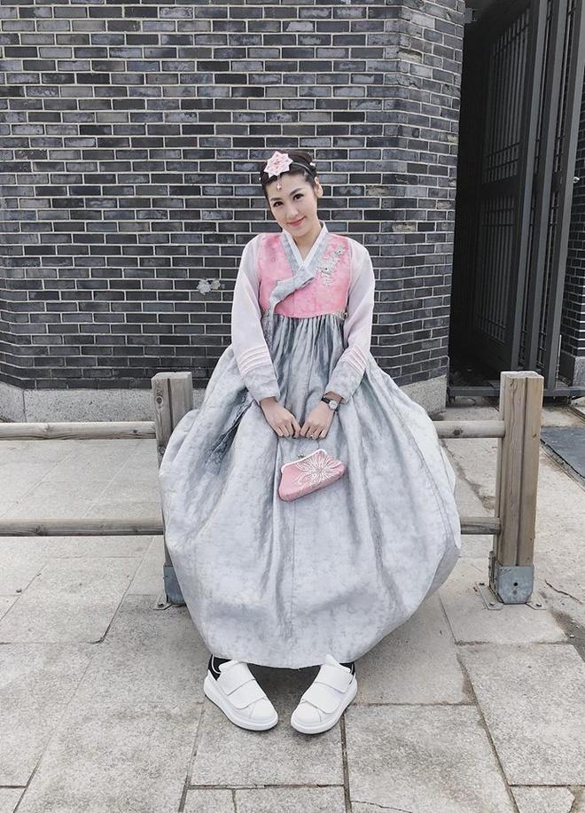 Street style sao Viet: Bao Anh dien do ca tinh sau khi cat toc ngan hinh anh 10