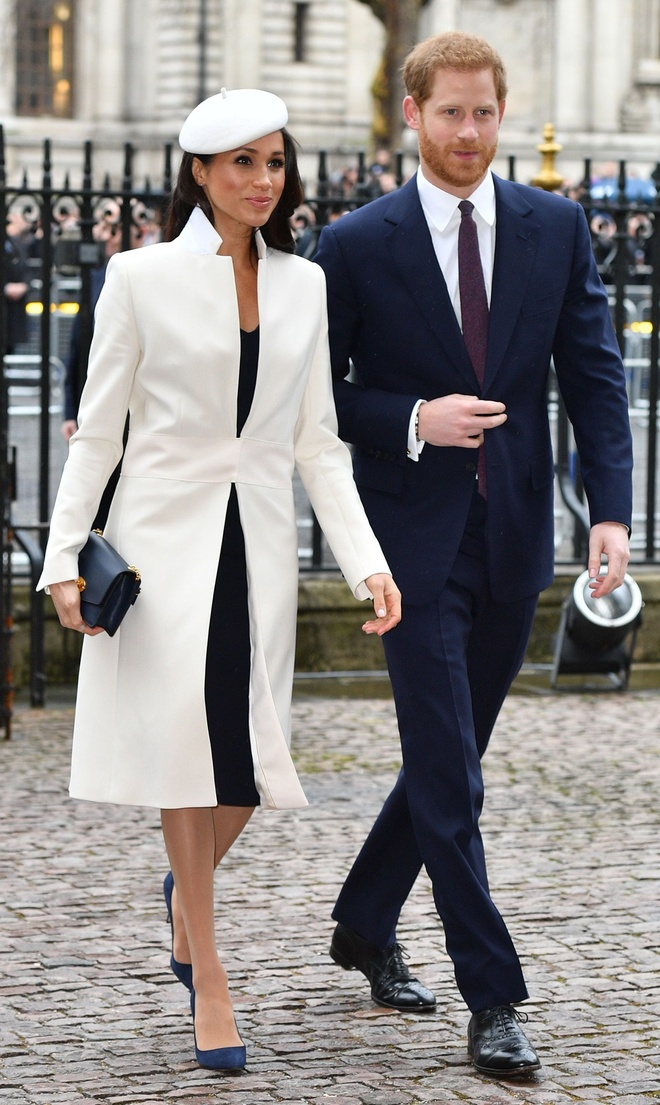 Gap Nu hoang, Meghan Markle dong dieu thoi trang voi Kate Middleton hinh anh 2