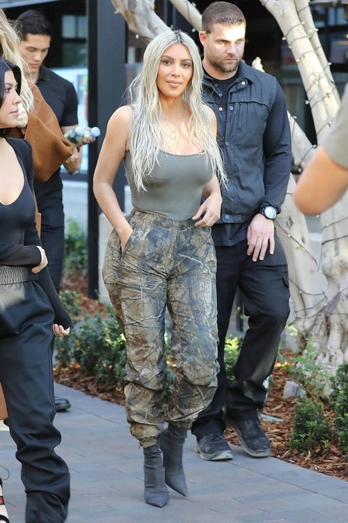 Kanye West bi kien vi 'an cap' mau hoa tiet Camouflage hinh anh 2