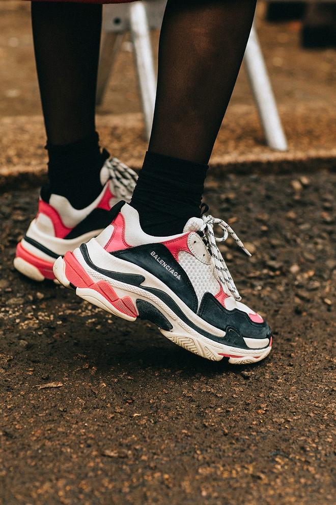 9 mau sneaker an tuong tai tuan le thoi trang 2018 hinh anh 3