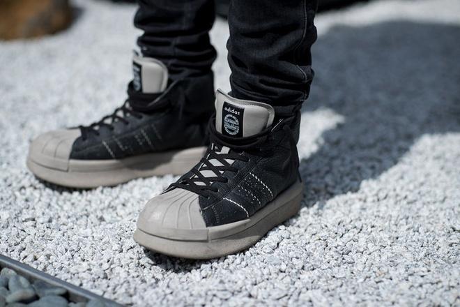9 mau sneaker an tuong tai tuan le thoi trang 2018 hinh anh 5