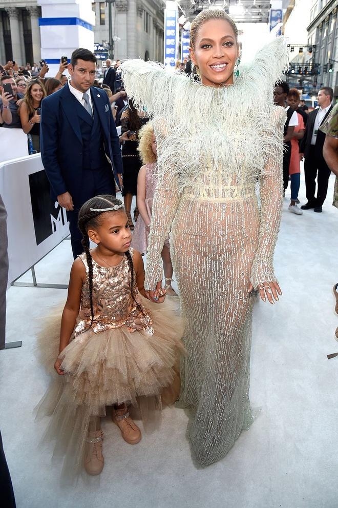 Boc gia tu do hang hieu cua con gai 6 tuoi nha Beyonce va Jay-Z hinh anh 3