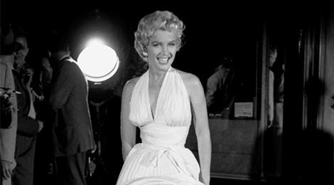 Vay trang huyen thoai cua Marilyn Monroe va nhung chiec dam dat nhat hinh anh