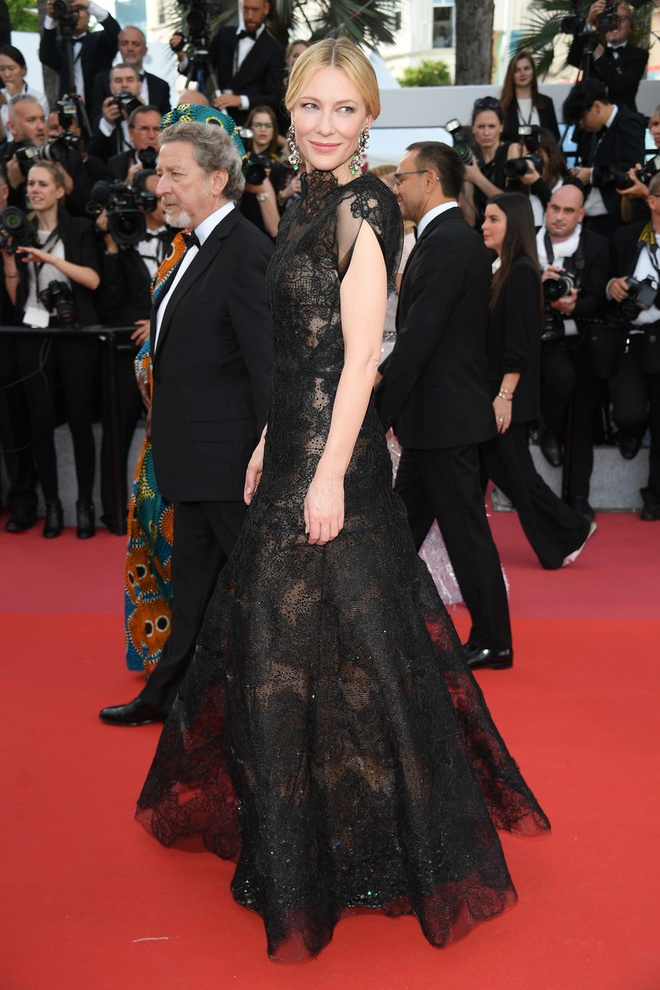Ly do minh tinh 'Elizabeth' dien vay cu tren tham do Cannes 2018 hinh anh 1