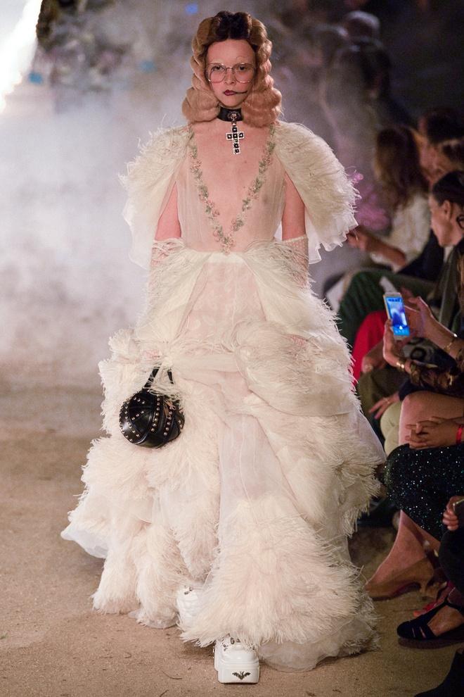 San dien hoanh trang, tao bao cua Gucci, Dior tai Resort Fashion Week hinh anh 4