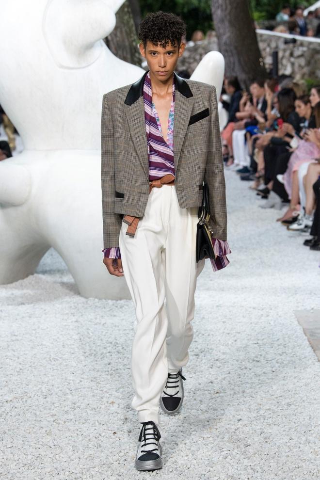 San dien hoanh trang, tao bao cua Gucci, Dior tai Resort Fashion Week hinh anh 12